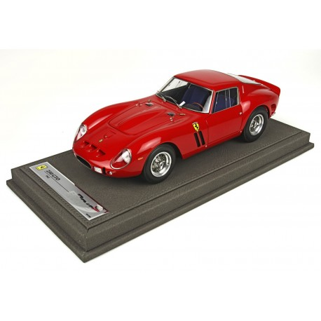 Ferrari 250 GTO 1962 with showcase